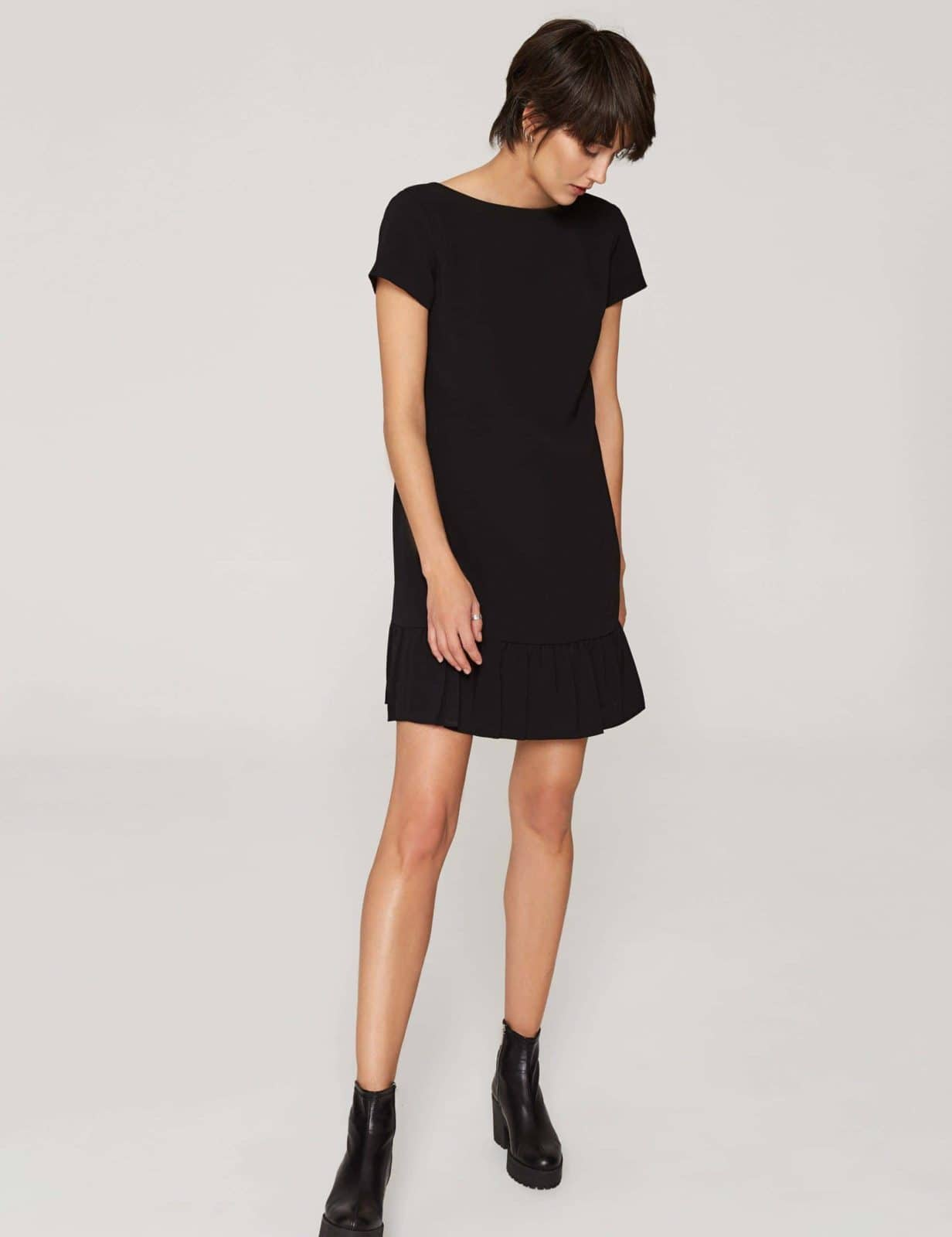 sukienka-z-dekoltem-v-czarna-01
