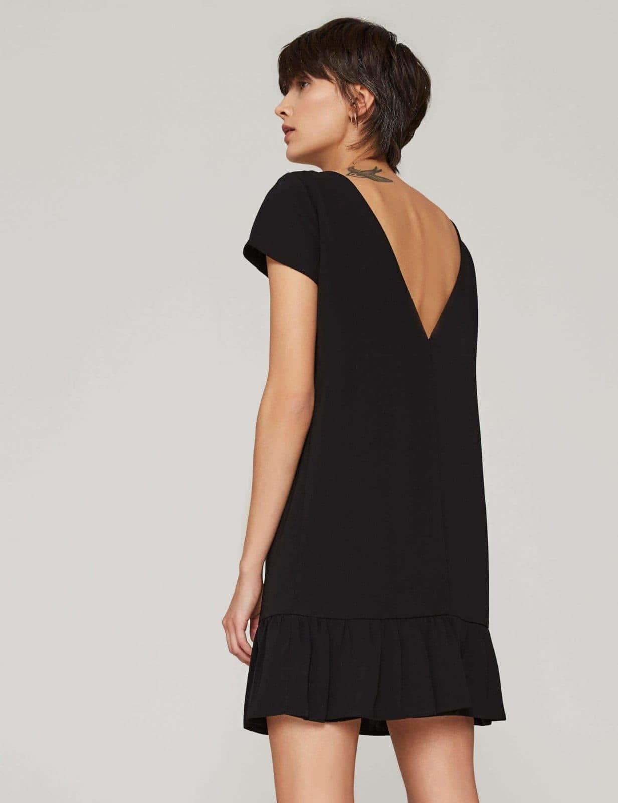 sukienka-z-dekoltem-v-czarna-02