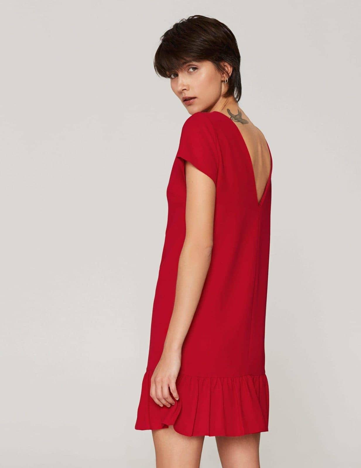 sukienka-z-dekoltem-v-czerwona-01