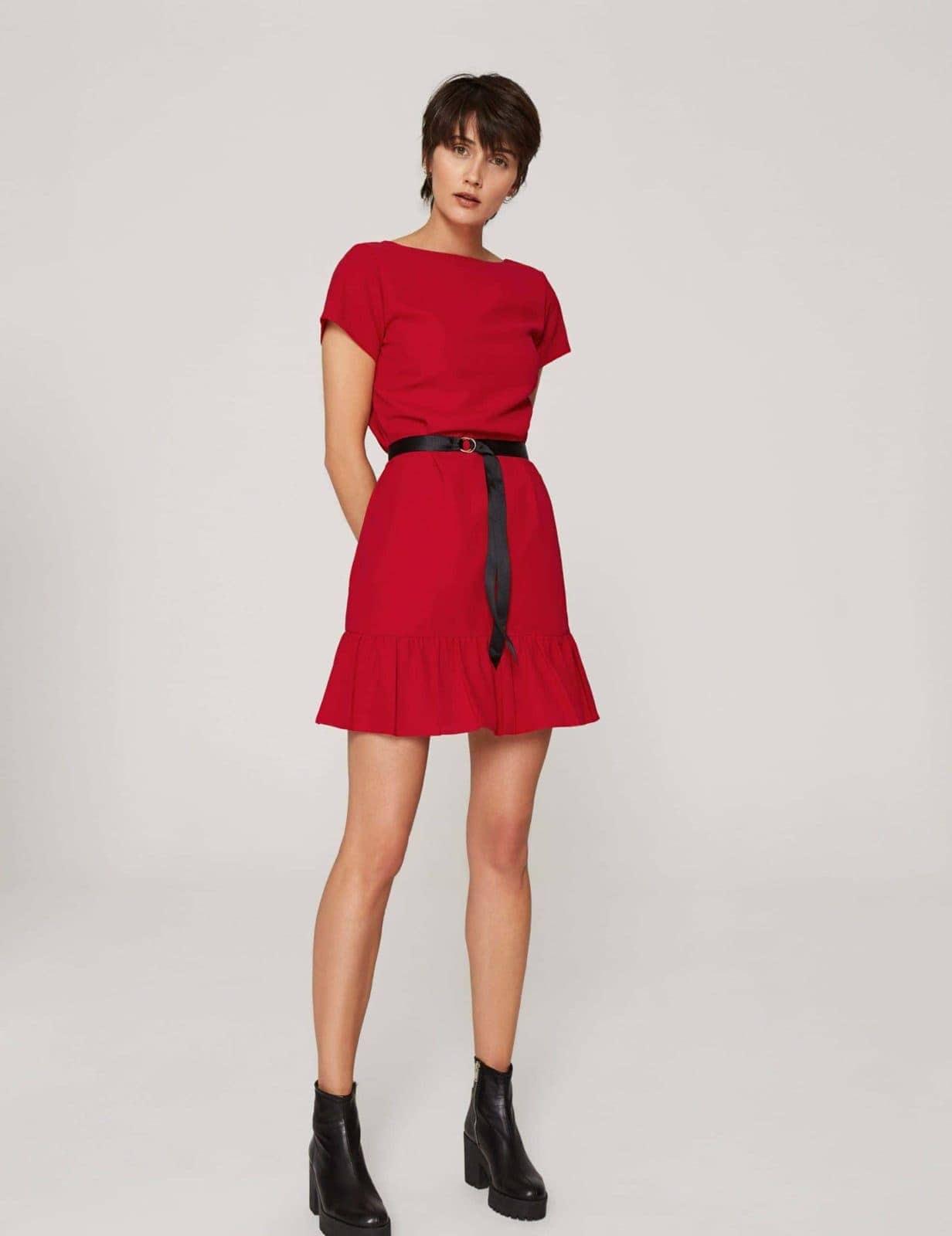 sukienka-z-dekoltem-v-czerwona-02 (2)