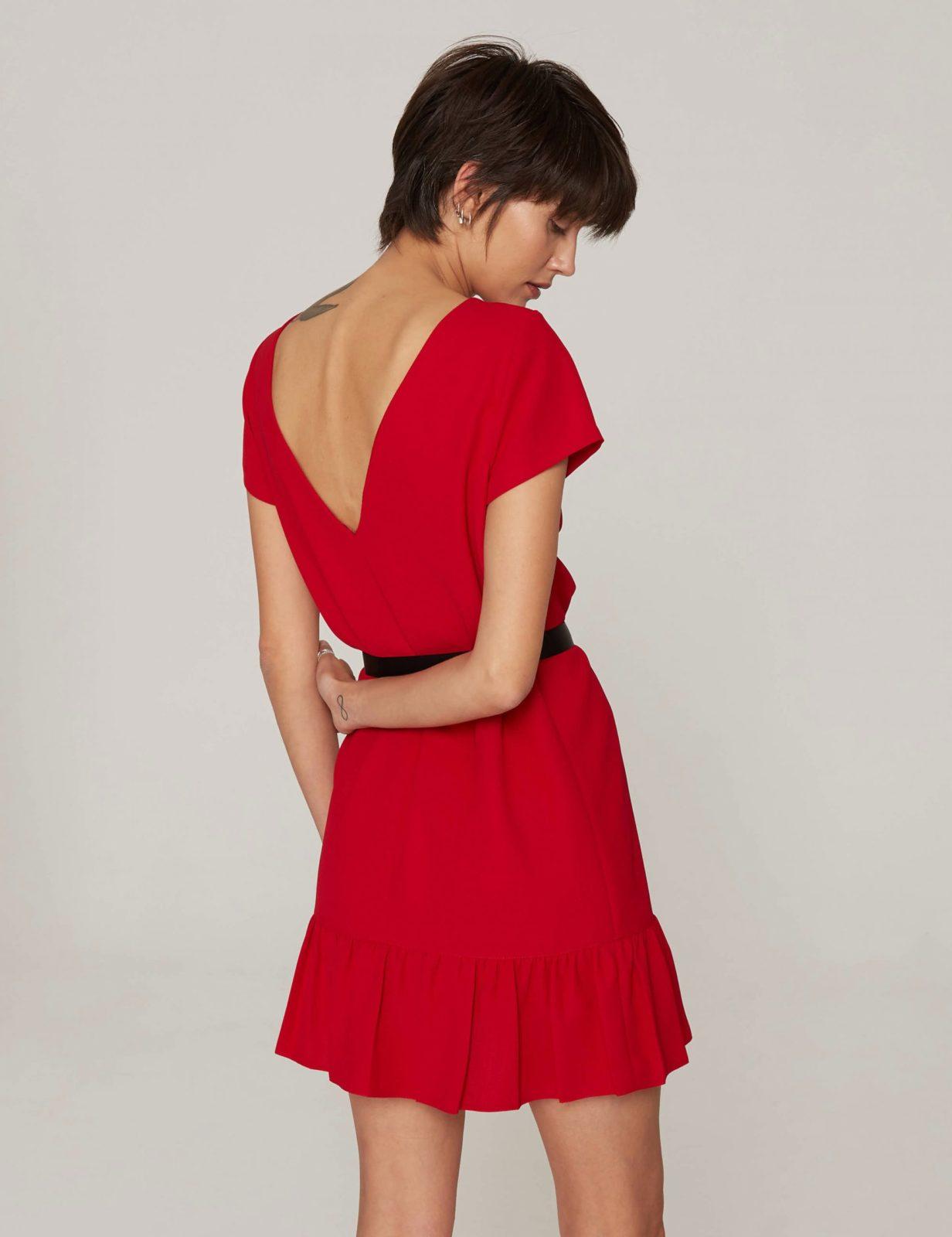 sukienka-z-dekoltem-v-czerwona-04 (2)
