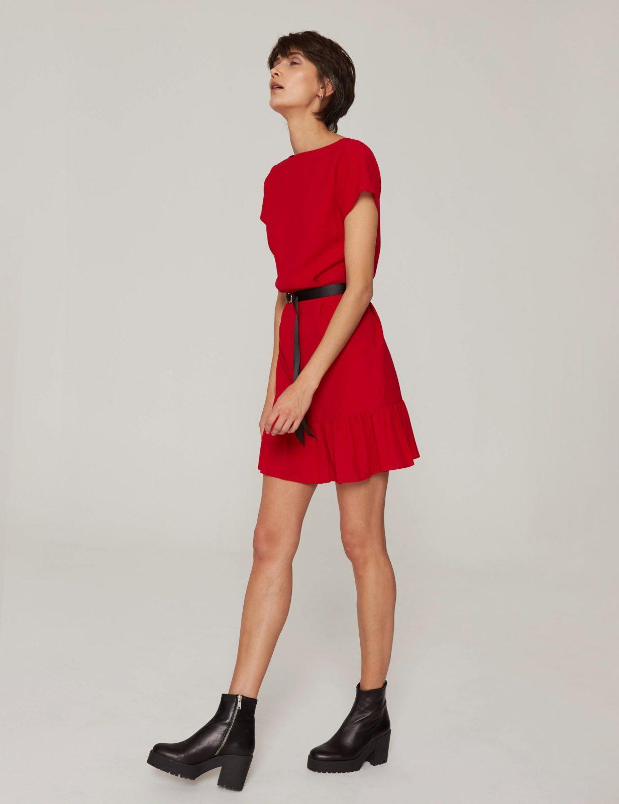 sukienka-z-dekoltem-v-czerwona-05