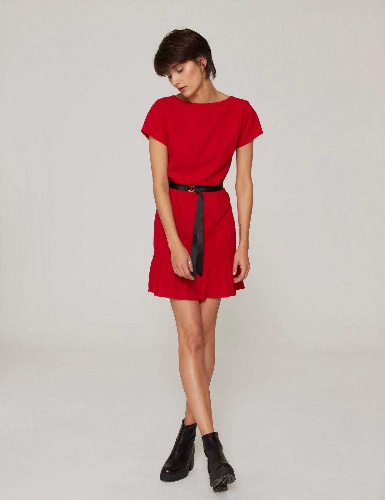 sukienka-z-dekoltem-v-czerwona-06