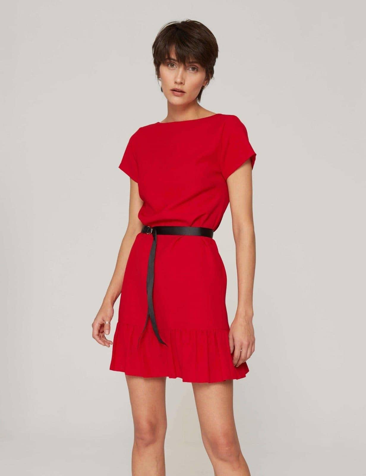 sukienka-z-dekoltem-v-czerwona-07