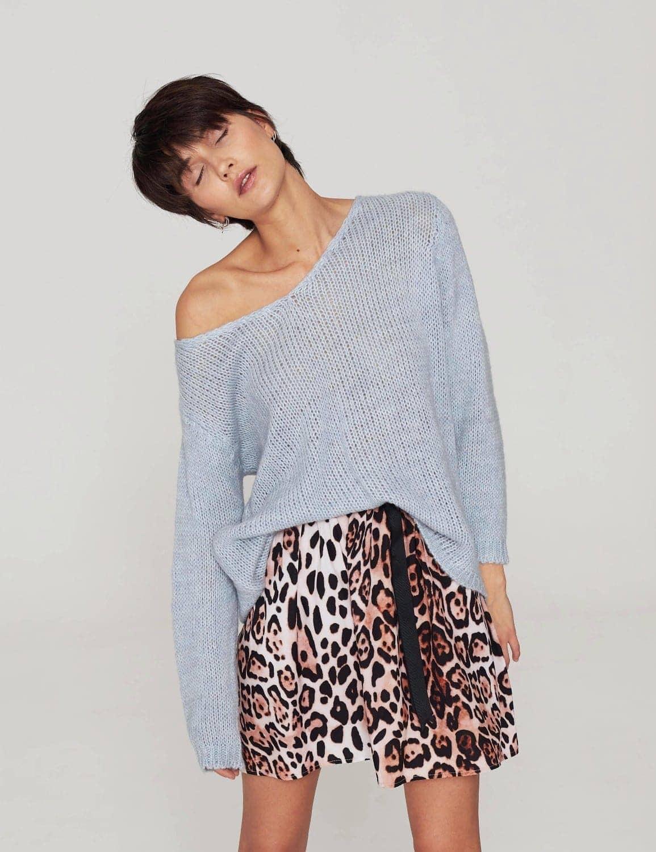 sweter-o-luznym-splocie-blekit-79