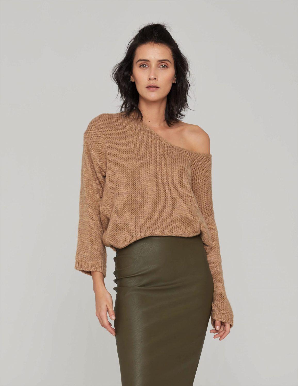 sweter o luznym splocie camel 05 (2)