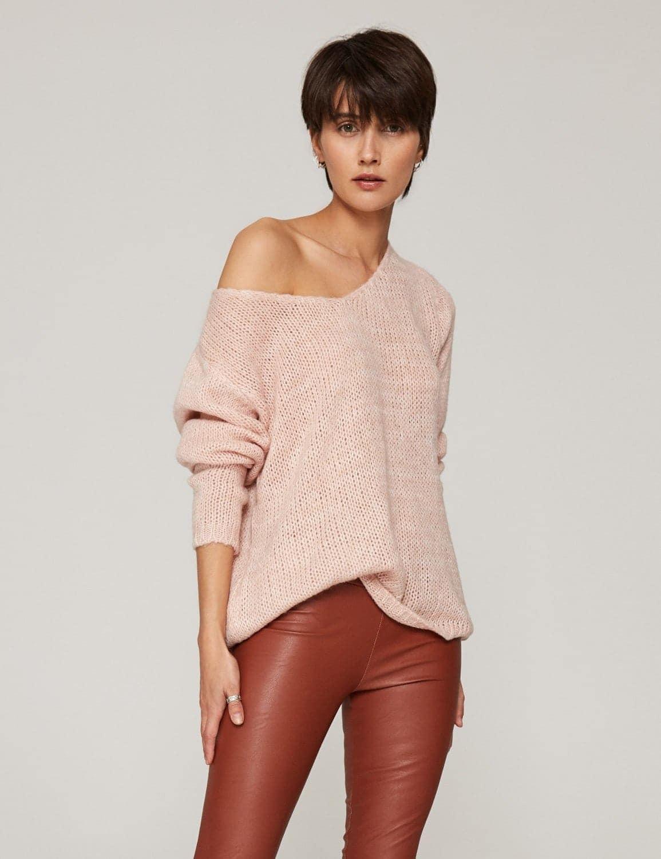 sweter-o-luznym-splocie-pastelowy-roz-01 (1)