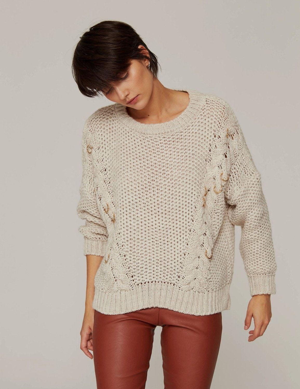 sweter-oversize-z-metalowymi-pierscieniami-03 (1)