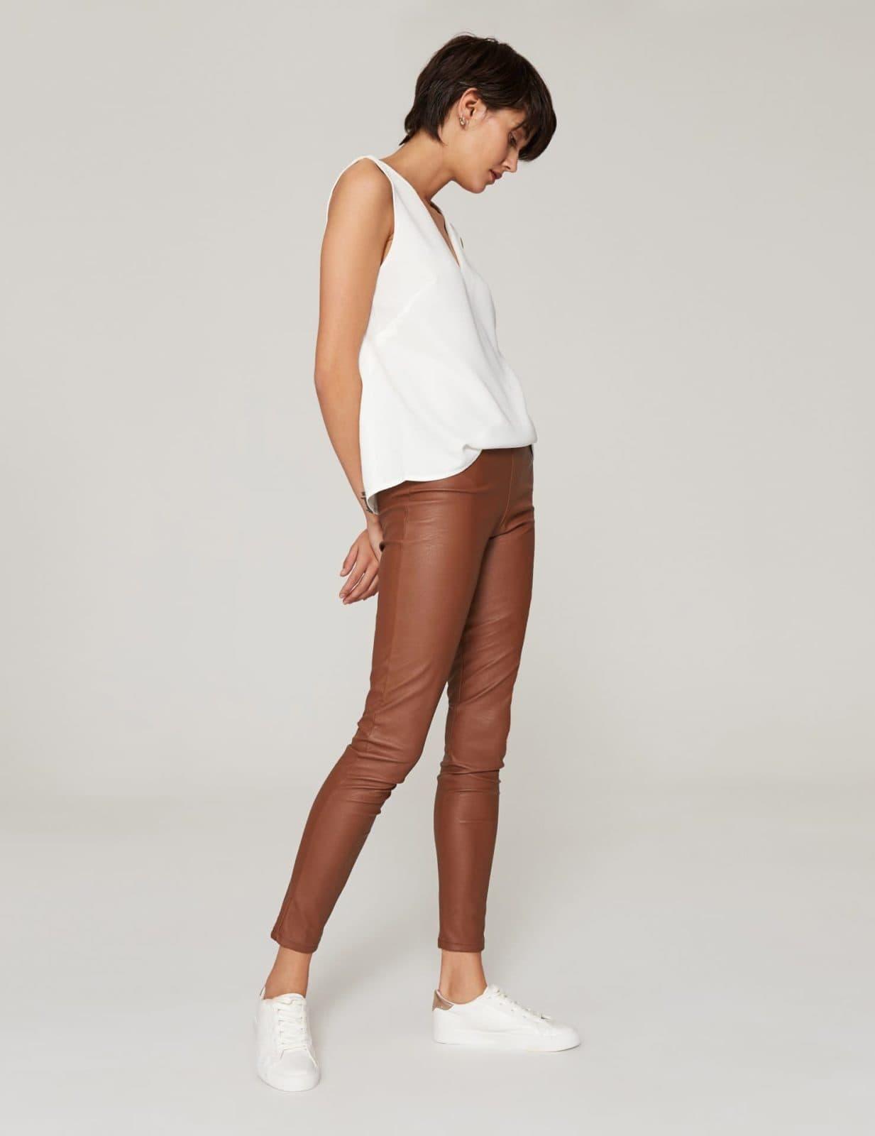 spodnie-ze-sztucznej-skory-cynamonowe-02a (1)
